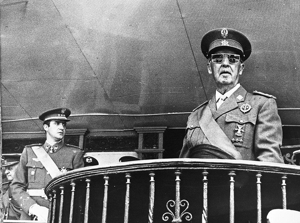 El Rey Juan Carlos con Francisco Franco en 1969.